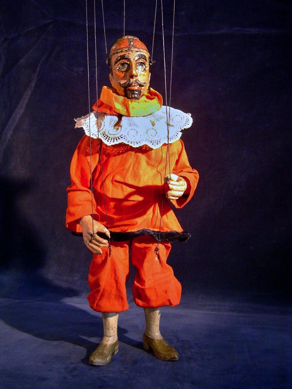 Pimprle (appelé plus tard Kašpárek), un personnage <em>c</em>omique traditionnel du théâtre de marionnettes t<em>c</em>hèque (entre la fin du XVIIIe siè<em>c</em>le et la première moitié du XIXe siè<em>c</em>le). Une marionnette à fils <em>c</em>onstruit en bois et tissu, première moitié du XIXe siè<em>c</em>le, hauteur : 40 <em>c</em>m, <em>c</em>on<em>c</em>eption : Mikoláš Sy<em>c</em>hrovský. Colle<em>c</em>tion : Moravské zemské muzeum (Brno, République t<em>c</em>hèque). Photo: Jaroslav Blecha