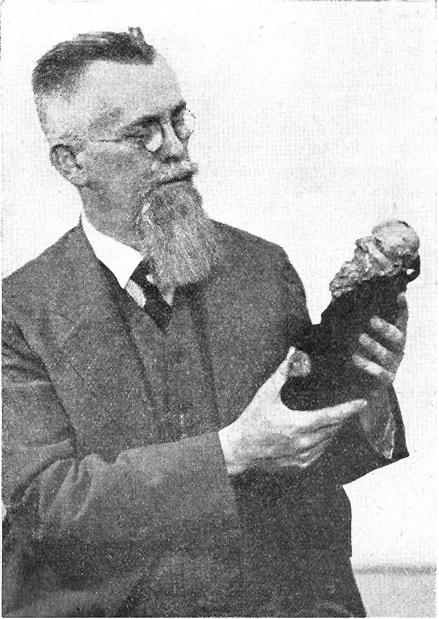 Jindři<em>c</em>h Veselý (1885-1939), un éditeur et un historien du théâtre de marionnettes t<em>c</em>hèque. Photo réproduite avec l'aimable autorisation de Archives de Loutkář