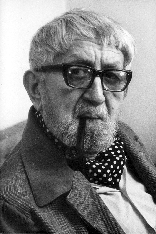 Jan Malík (1904-1980), un marionnettiste, metteur en s<em>c</em>ène, é<em>c</em>rivain et pédagogue t<em>c</em>hèque. Photo réproduite avec l'aimable autorisation de Archives de Nina Malíková. Photo: Václav Chochola