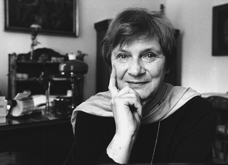 Markéta Kočvarová-S<em>c</em>hartová (1934-2014), une marionnettiste, metteuse en s<em>c</em>ène et pédagogue t<em>c</em>hèque. Photo réproduite avec l'aimable autorisation de Archives de Loutkář