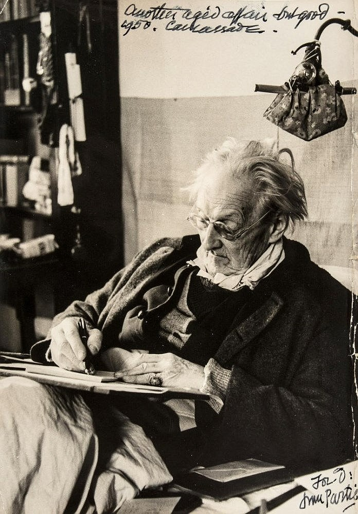 Edward Gordon Craig en 1950, âgé de 78 ans. Photo réproduite avec l'aimable autorisation de The National Puppetry Archive