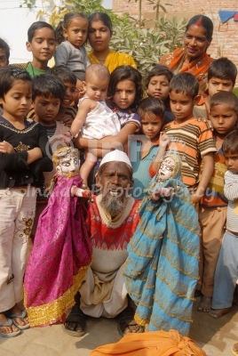 <em><em>Gulabo-Sitabo</em>,</em> les marionnettes à gaine traditionnelles réalisées à Lu<em>c</em>know (Uttar Pradesh, Inde). Sour<em>c</em>e : http://www.indianphotoagen<em>c</em>y.<em>c</em>om/produ<em>c</em>t_details.php?PId=256. Photo: Shubham Tripathi