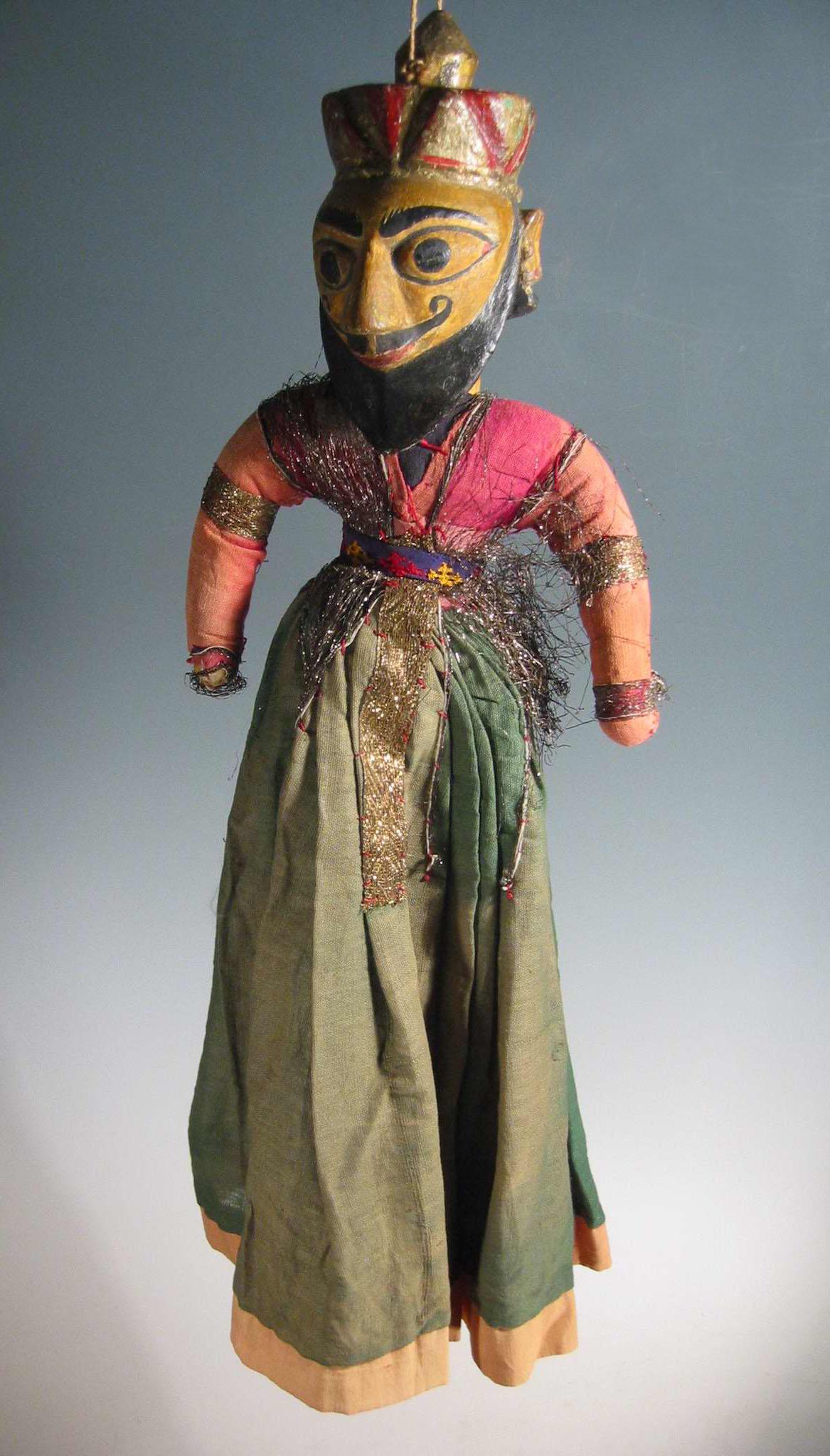 Un guerrier-<em>c</em>ourtisan moghol, une marionnette à fils, <em>kathputli</em>, du Rajasthan, en Inde, hauteur : 60 <em>c</em>m. Colle<em>c</em>tion : Center for Puppetry Arts (Atlanta, Géorgie, États-Unis). Photo réproduite avec l'aimable autorisation de Center for Puppetry Arts