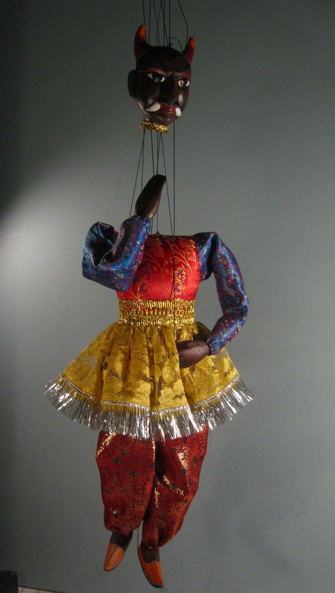 Un <em>jadugar</em> (magi<em>c</em>ien), une marionnette à subterfuge qui jongle ave<em>c</em> sa propre tête, <em>c</em>réé par Puran Bhatt (Delhi, Inde, 2003). Kathputli, hauteur: 59 <em>c</em>m. Colle<em>c</em>tion : Center for Puppetry Arts (Atlanta, Géorgie, États-Unis). Photo réproduite avec l'aimable autorisation de Center for Puppetry Arts