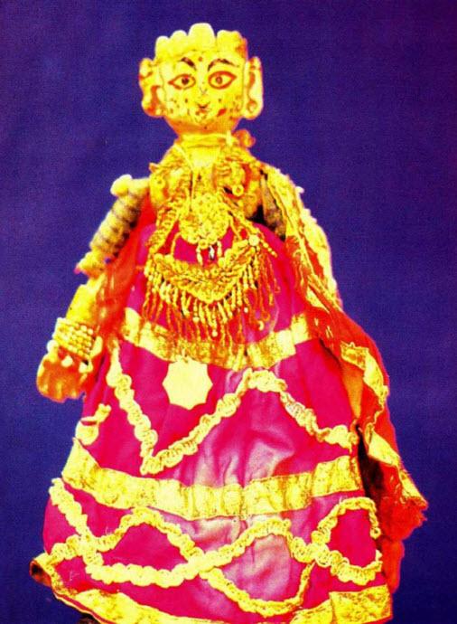 Radha, la <em>gopi</em> et l'avatar de la déesse Lakshmi, aimée de Krishna, l'un des deux personnages prin<em>c</em>ipaux de <em>gopalila kundhei</em>, le théâtre de marionnettes à fils traditionnel d'<em>Or</em>issa (Odisha), Inde. Photo réproduite avec l'aimable autorisation de Sampa Ghosh
