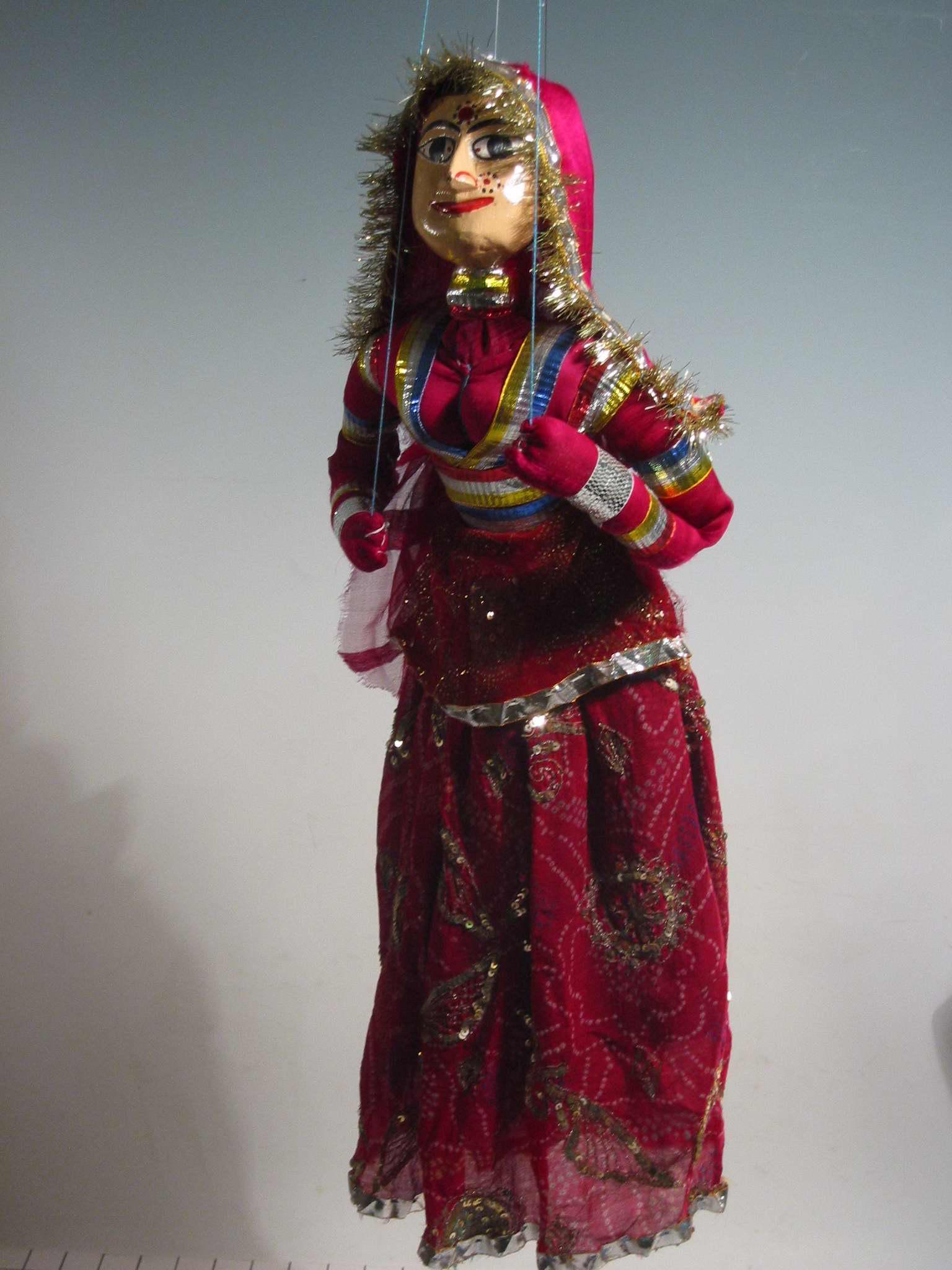 Une danseuse Rajasthani (fin du XXe siè<em>c</em>le), une marionnette à fils, <em>kathputli</em>, du Rajasthan, en Inde, hauteur : 60 <em>c</em>m. Colle<em>c</em>tion : Center for Puppetry Arts (Atlanta, Géorgie, États-Unis). Photo réproduite avec l'aimable autorisation de Center for Puppetry Arts