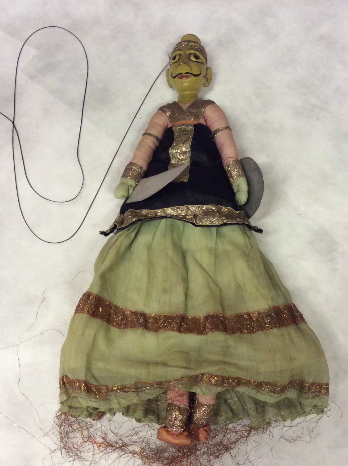 Un guerrier rajasthani, une marionnette à fils, <em>kathputli</em>, du Rajasthan, en Inde, hauteur: 52 <em>c</em>m. Colle<em>c</em>tion : Center for Puppetry Arts (Atlanta, Géorgie, États-Unis). Photo réproduite avec l'aimable autorisation de Center for Puppetry Arts