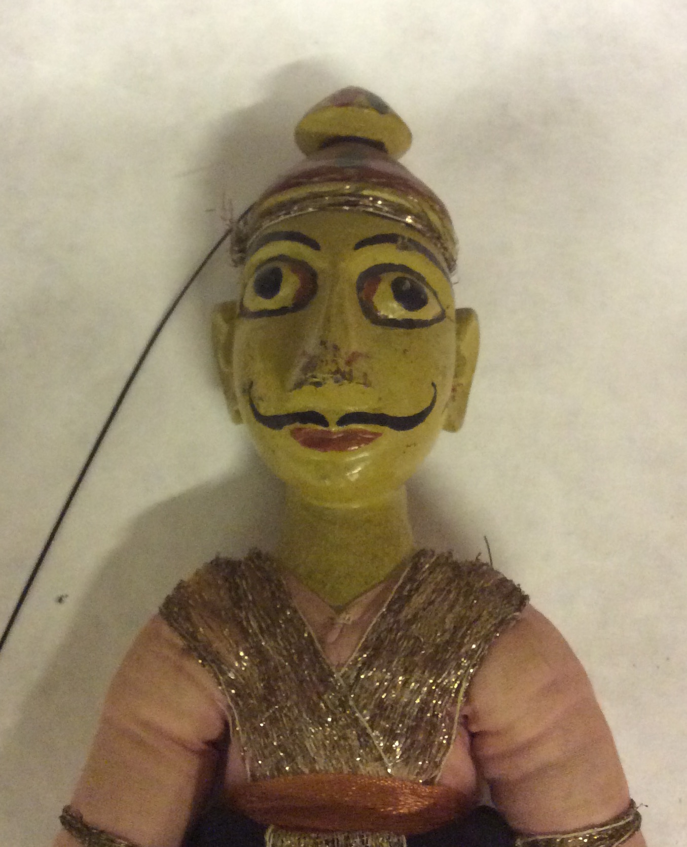 Un détail, un guerrier rajasthani, une marionnette à fils, <em>kathputli</em>, du Rajasthan, en Inde, hauteur: 52 <em>c</em>m. Colle<em>c</em>tion : Center for Puppetry Arts (Atlanta, Géorgie, États-Unis). Photo réproduite avec l'aimable autorisation de Center for Puppetry Arts