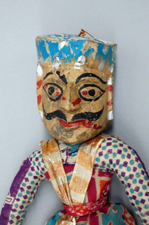 Un détail, un guerrier rajasthani, une marionnette à fils, <em>kathputli</em>, du Rajasthan, en Inde, hauteur: 47 <em>c</em>m. Colle<em>c</em>tion : Center for Puppetry Arts (Atlanta, Géorgie, États-Unis). Photo réproduite avec l'aimable autorisation de Center for Puppetry Arts