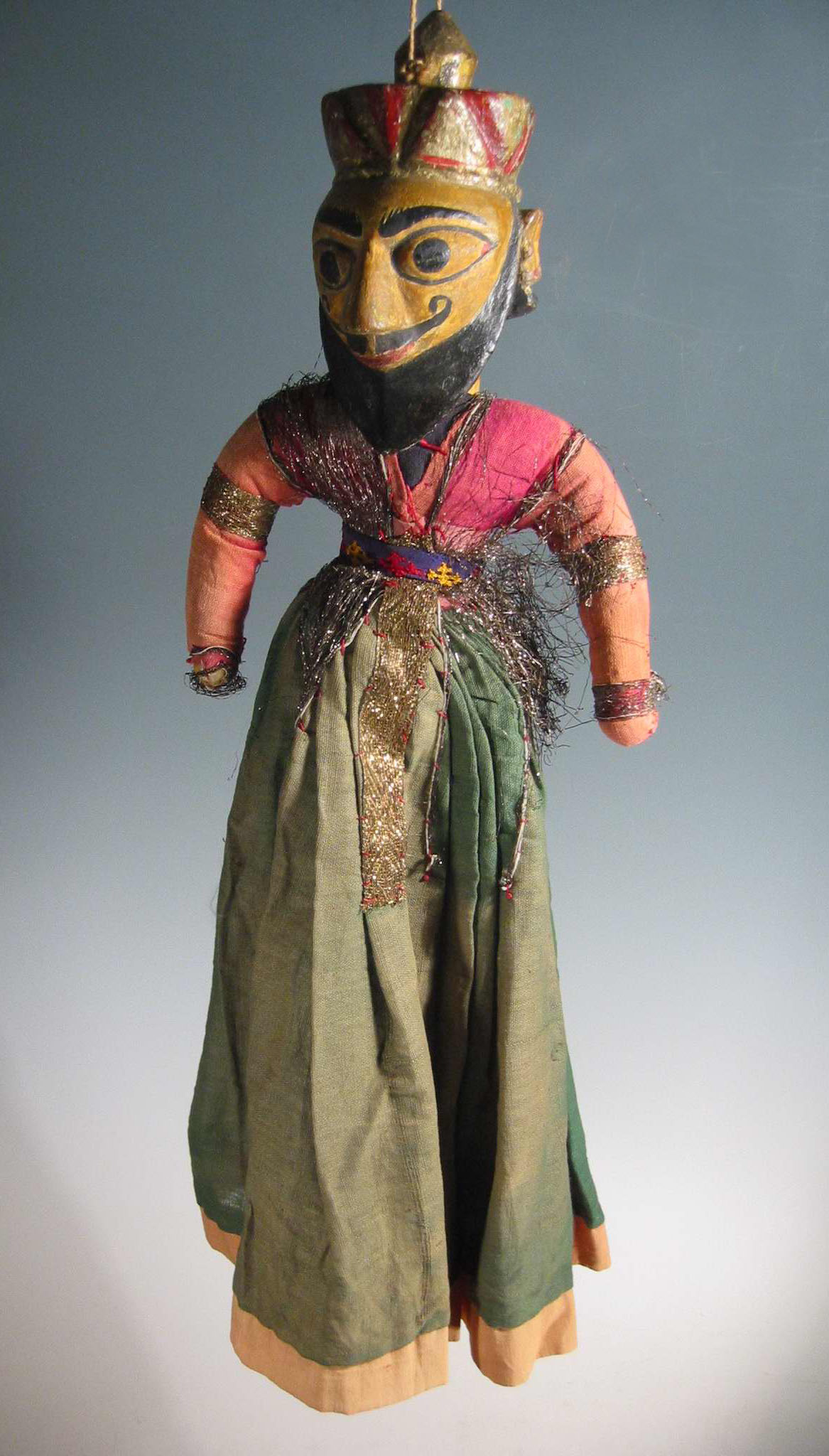 Un guerrier-<em>c</em>ourtisan moghol, une marionnette à fils, <em>kathputli</em>, du Rajasthan, en Inde, hauteur : 60 <em>c</em>m. Colle<em>c</em>tion : Center for Puppetry Arts (Atlanta, Géorgie, États-Unis). Photo réproduite avec l'aimable autorisation de Center for Puppetry Arts