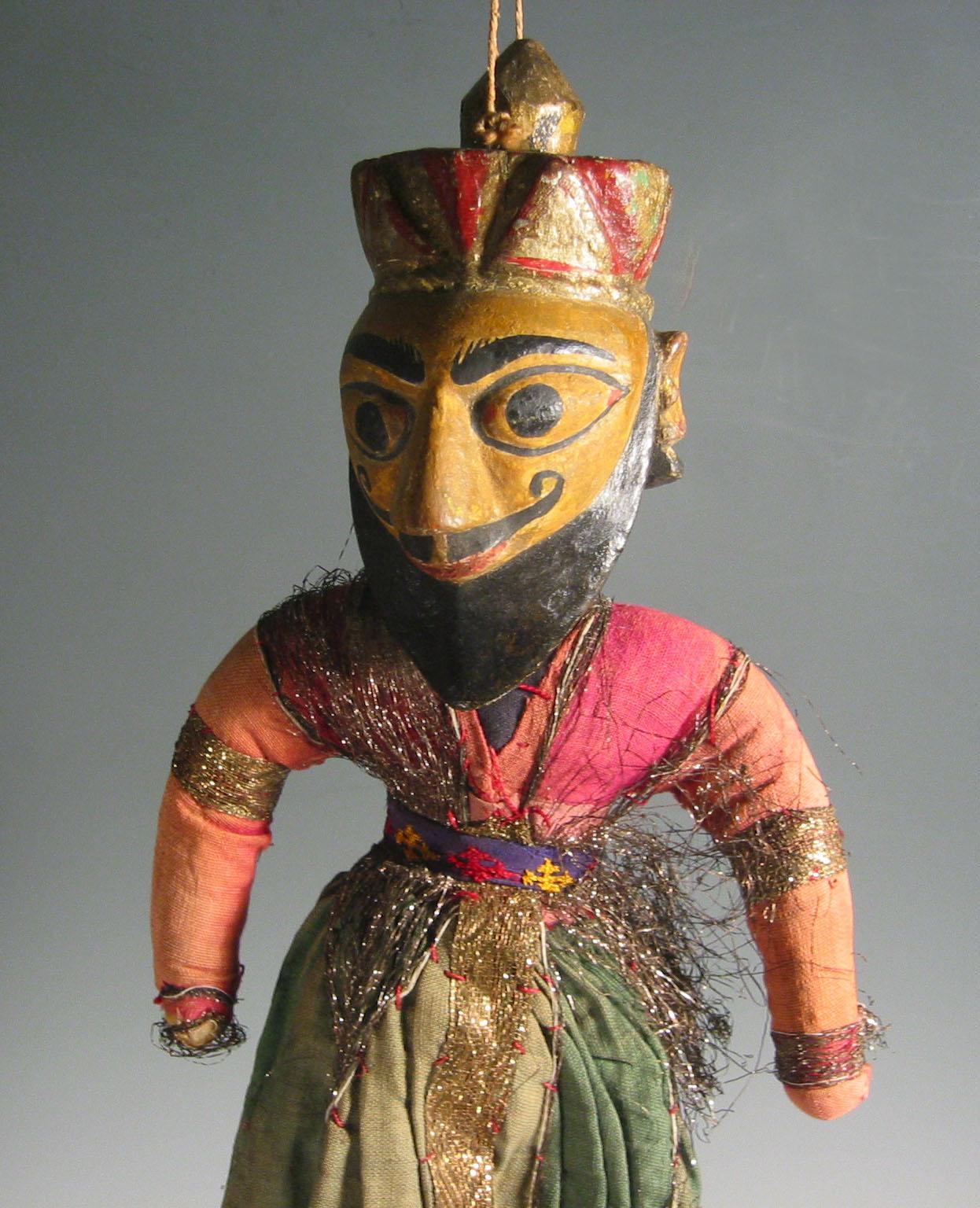 Un détail, un guerrier-<em>c</em>ourtisan moghol, une marionnette à fils, <em>kathputli</em>, du Rajasthan, en Inde, hauteur : 60 <em>c</em>m. Colle<em>c</em>tion : Center for Puppetry Arts (Atlanta, Géorgie, États-Unis). Photo réproduite avec l'aimable autorisation de Center for Puppetry Arts