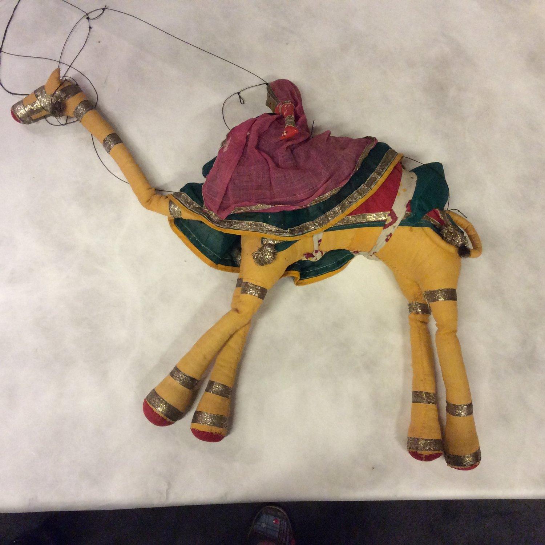 Un <em>c</em>hameau, une marionnette à fils, <em>kathputli</em>, du Rajasthan, en Inde, hauteur : 46 <em>c</em>m. Colle<em>c</em>tion : Center for Puppetry Arts (Atlanta, Géorgie, États-Unis). Photo reproduite ave<em>c</em> l'aimable autorisation du Centre for Puppetry Arts. Photo réproduite avec l'aimable autorisation de Center for Puppetry Arts