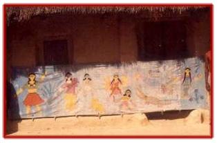 Une bannière de défilement pour putul na<em>c</em>h, les marionnettes à fils de Tripura, en Inde. Photo réproduite avec l'aimable autorisation de Sampa Ghosh