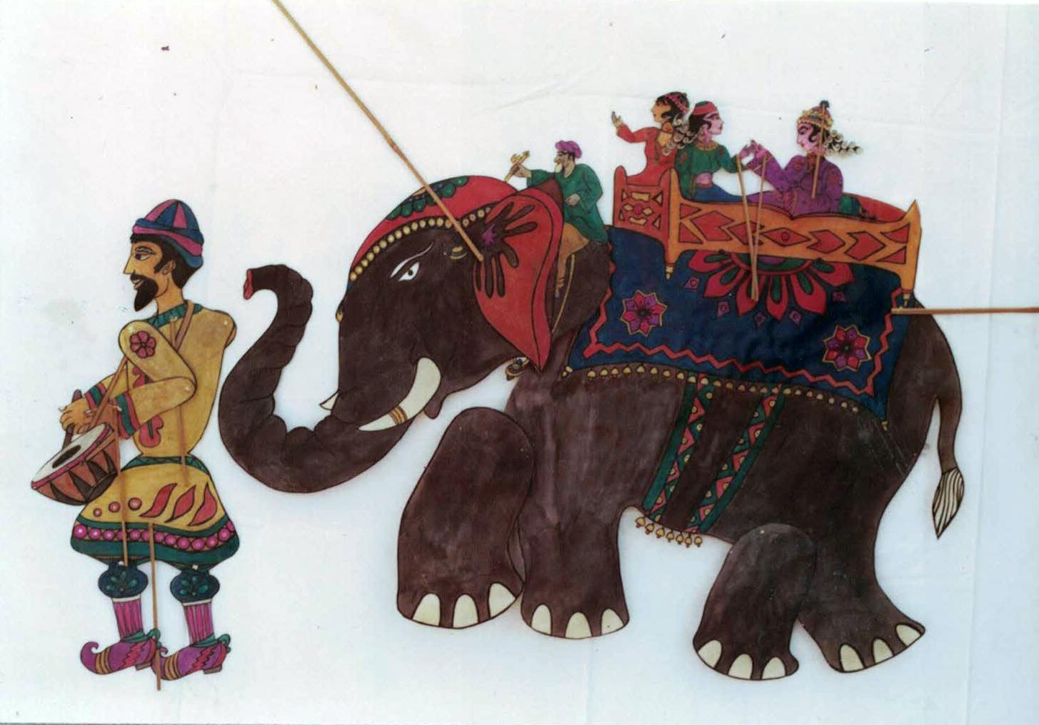 Princesse à cheval sur un éléphant, dans Aladin par Puppets & Plays, mise en scène et conception des marionnettes : Mahipat Kavi (Ahmedabad, Gujarat)