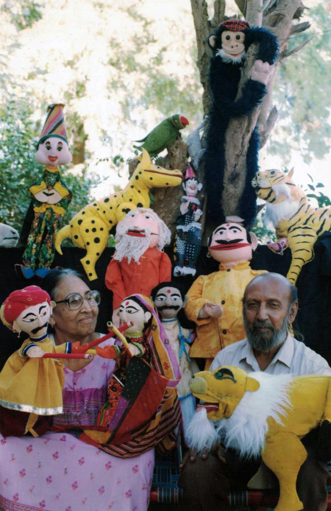 Mahipat et Leela Kavi avec leurs marionnettes (Ahmedabad, Gujarat)