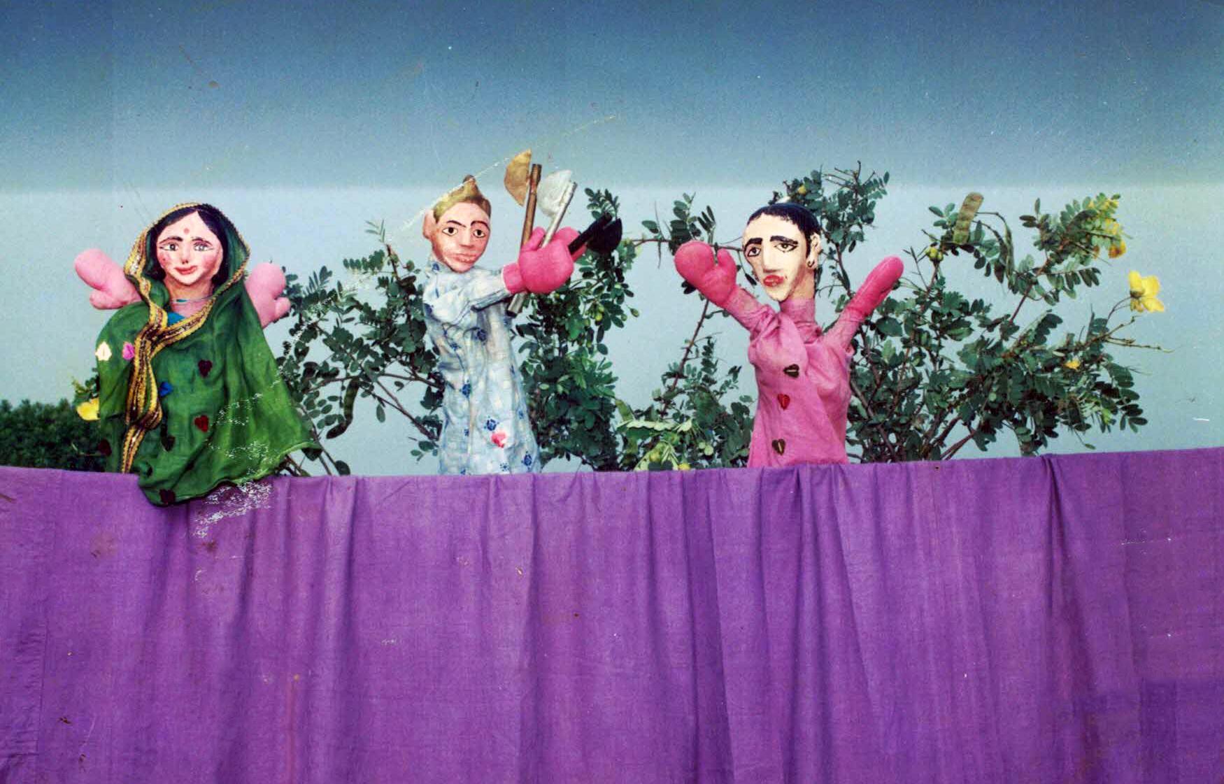 Jeu de marionnettes éducatif joué dans les écoles, V. B. Dahake