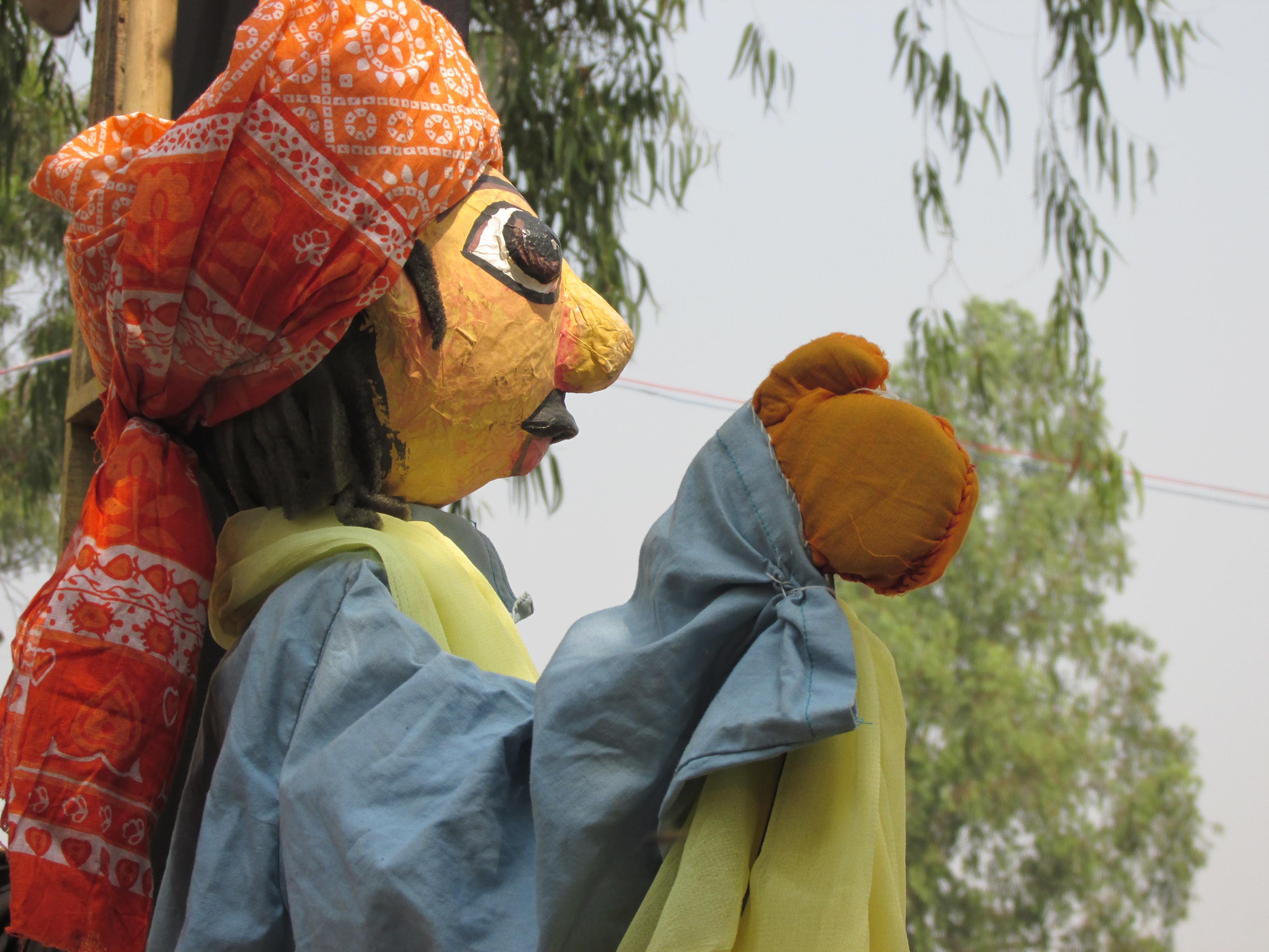 Marionnette à tiges de Burdwan the Pupeteers (Bardhaman, Bengale occidental) mis en scène par Partha Pratim Paul
