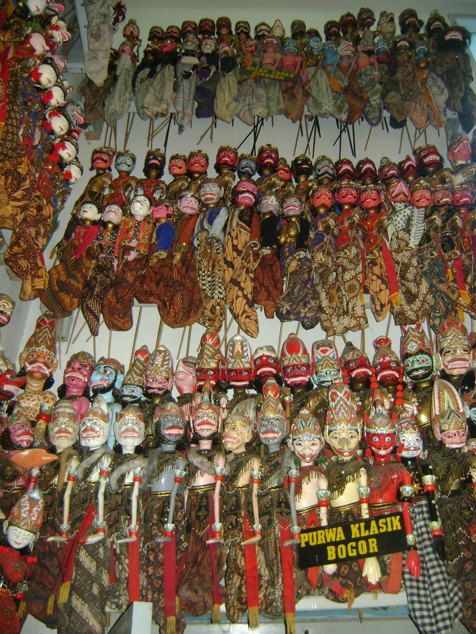 Wayang golek purwa Bogor (Bogor, Java occidental, Indonésie). Marionnettes à tiges. Collection : Tizar Purbaya.