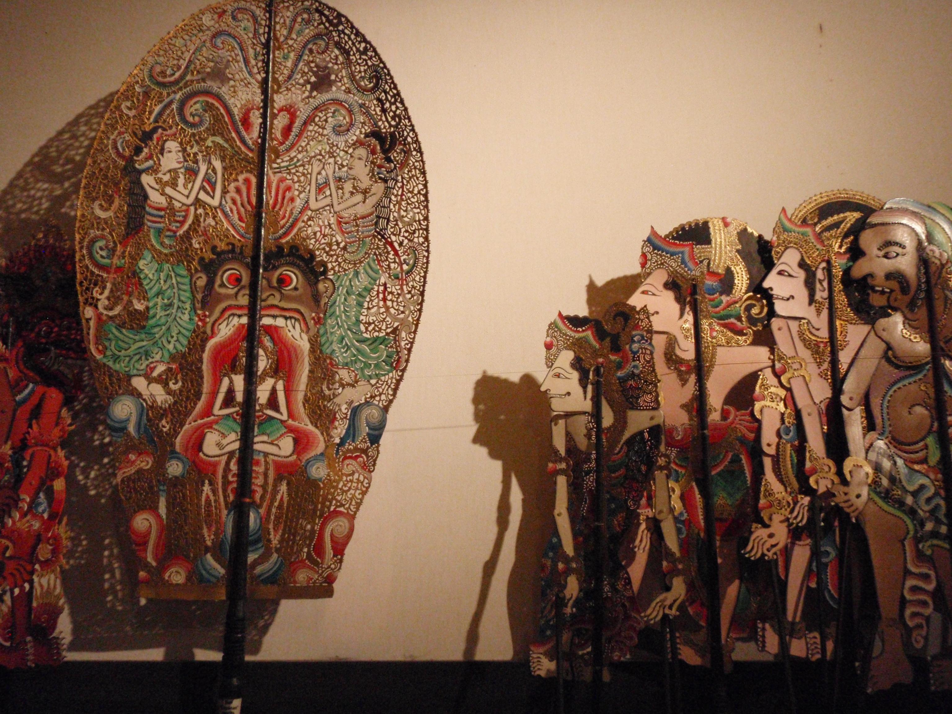 Wayang Calonarang (Bali), l'histoire de la sorcière Calonarang, qui symbolise les forces du mal et la magie noire, une histoire de bien contre le mal. Créateur du wayang : I Made Sidja (Bone, Gianyar, Bali). Collection : Setia Darma House of Masks and Puppets, Gianyar, Bali, Indonésie.