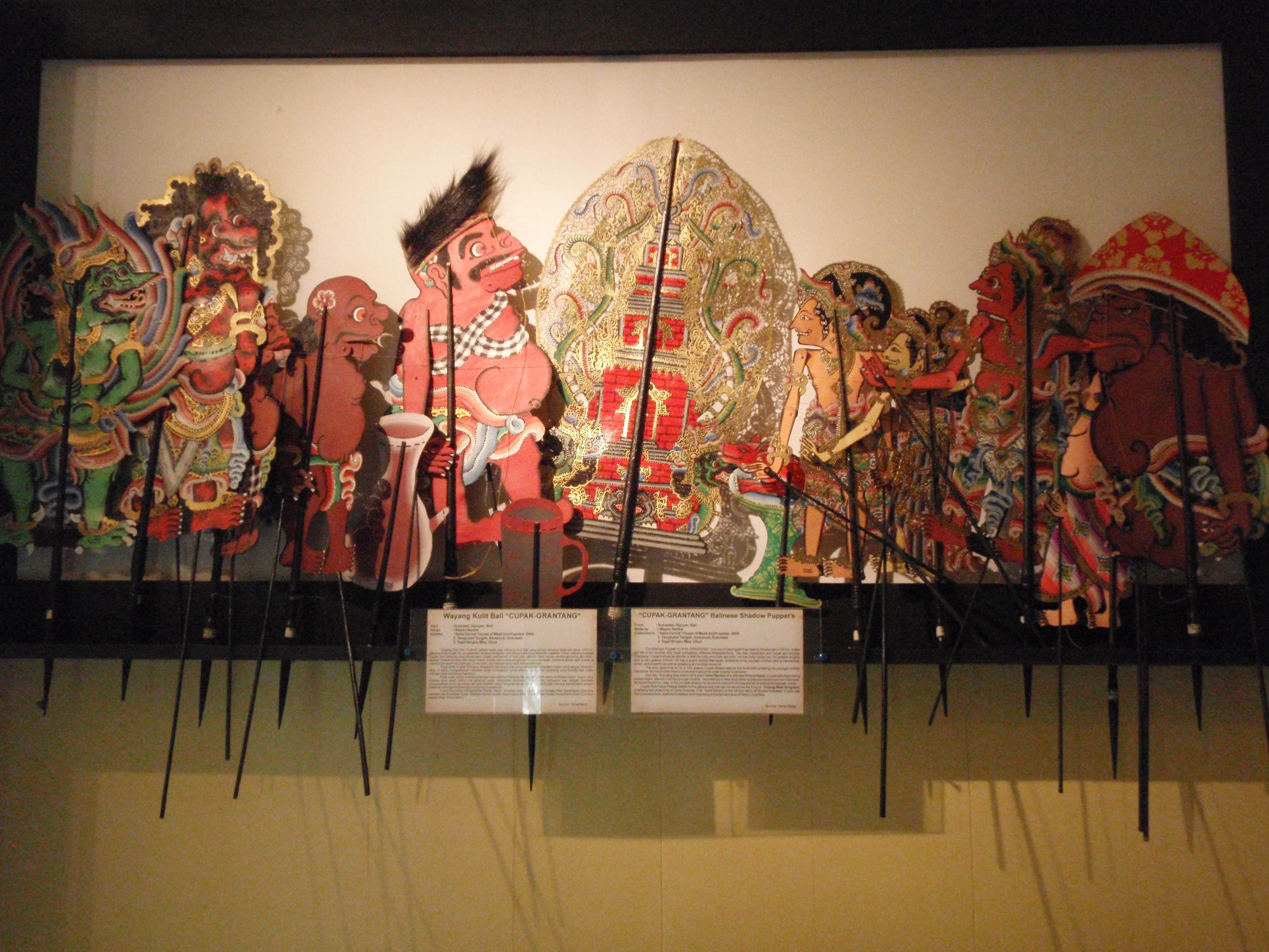 Wayang <em>kulit</em> Cupak Grantang (Bali) raconte l'histoire de Cupak et Grantang, deux fils de Bathara Brahma, créateur du wayang : I Wayan Nartha (Sukawati, Gianyar, Bali). Collection : Setia Darma House of Masks and Puppets, Gianyar, Bali, Indonésie.