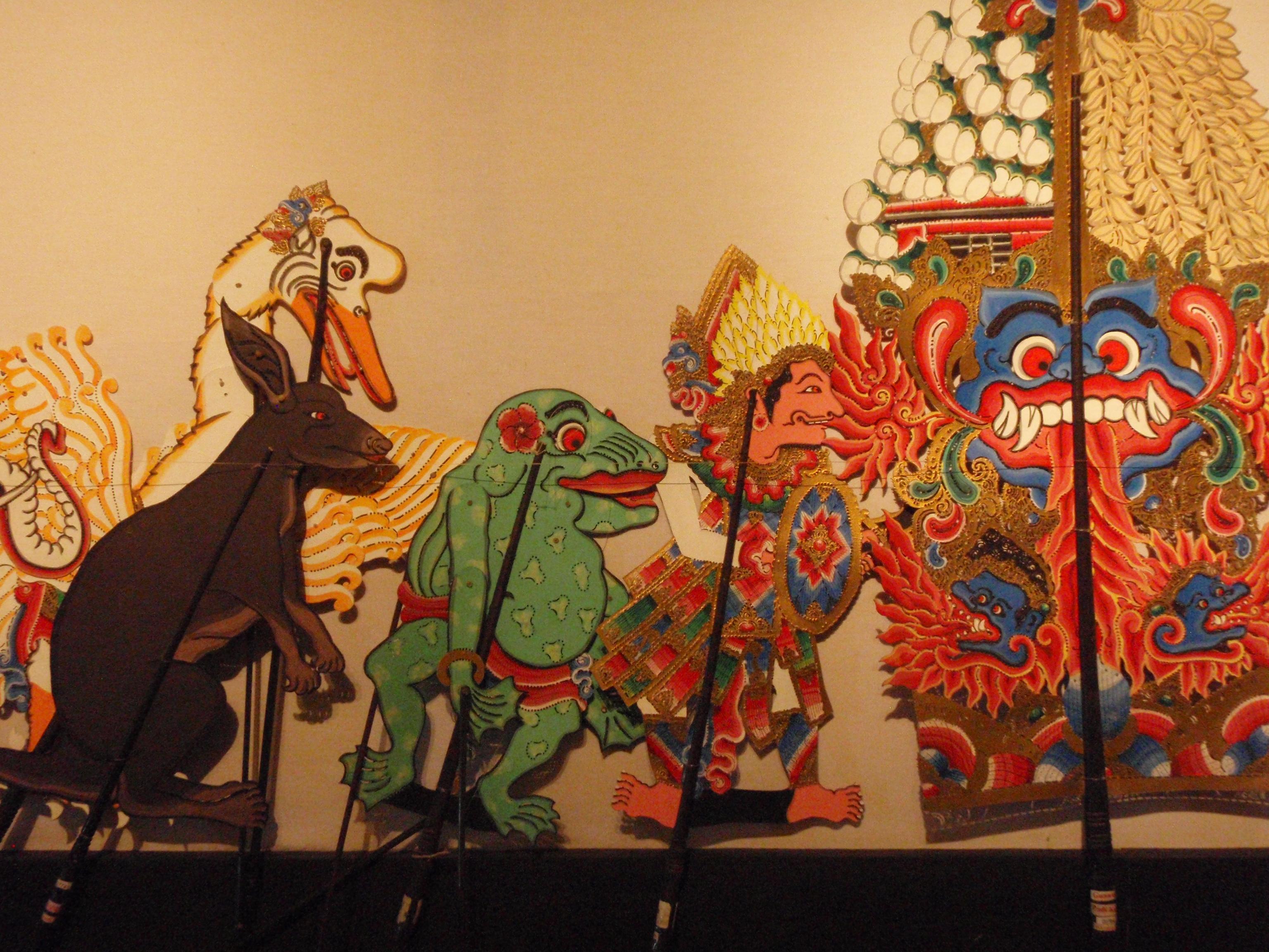 Wayang <em>kulit</em> tantri (Bali), créé en 1976, présente des histoires bouddhistes racontées par des personnages animaux, créateur du wayang : I Made Sidja (Bone, Gianyar, Bali). Collection : Setia Darma House of Masks and Puppets, Gianyar, Bali, Indonésie.