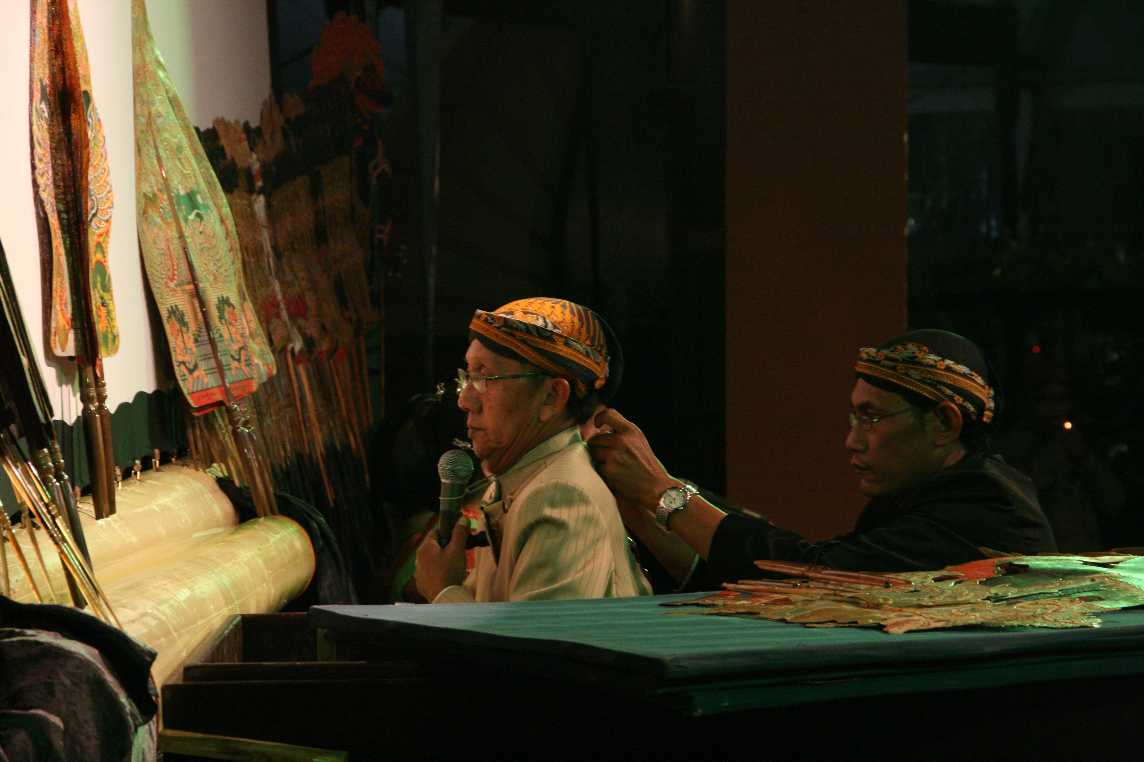 <em>Ki</em> Manteb Soedarsono (1948- ) de Karanganyar, Java central, maître marionnettiste indonésien (<em>dalang</em>) du <em>wayang <em>kulit</em> purwa</em> Surakarta.