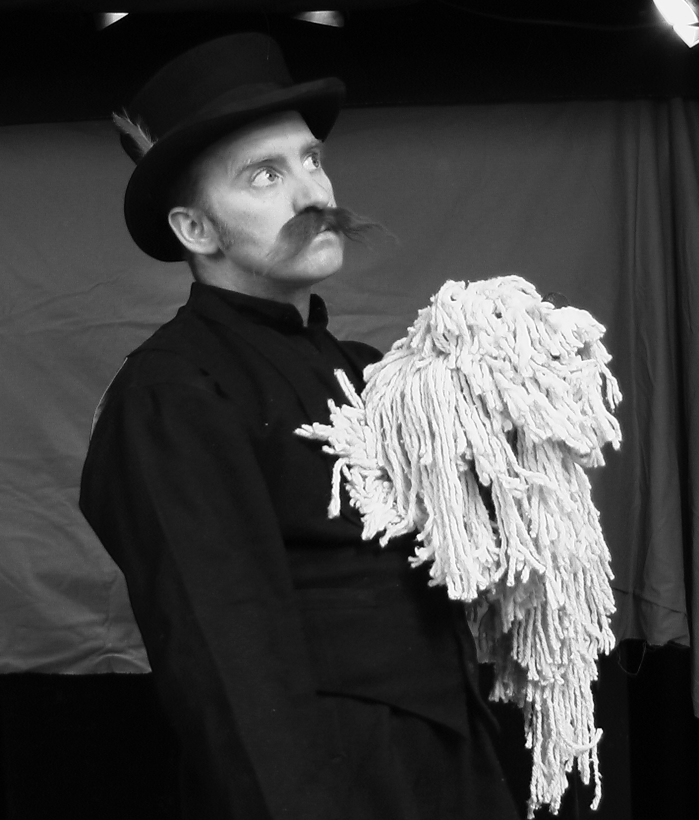 « Me and my dog », dans <em>The Circus Stachamoose</em> par Thomas Baker de Your Man's Puppets (Galway, Irlande)