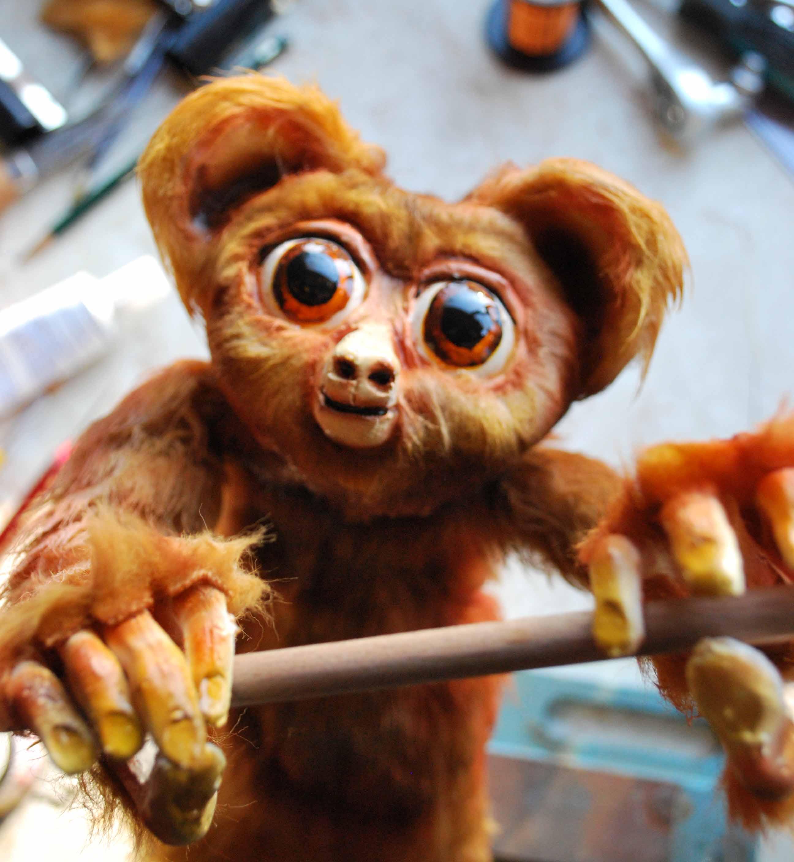 Le galago, dans <em>The Musical Menagerie</em> par Your Man's Puppets (Galway, Irlande), mise en scène, conception, construction et manipulation de marionnettes et interprète : Thomas Baker, compositeur, musicien et interprète : Boris Hunka