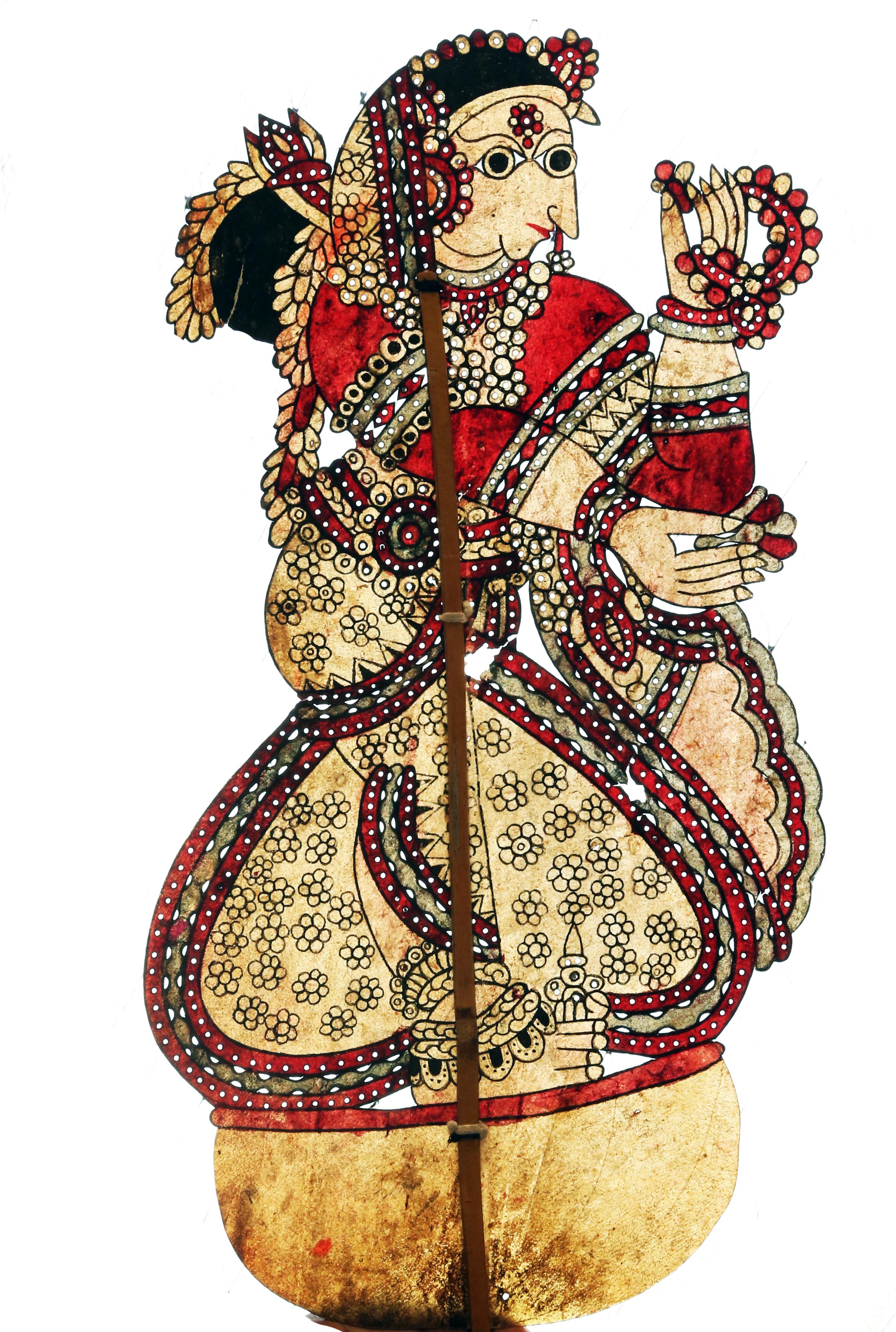 Draupadî, l'épouse des princes Pândava, dans le Mahâbhârata, une marionnette d'ombre en cuir, togalu gombeya</em>ta</em>, par le maître marionnettiste Gunduraju (Hassan, Karnataka, Inde)