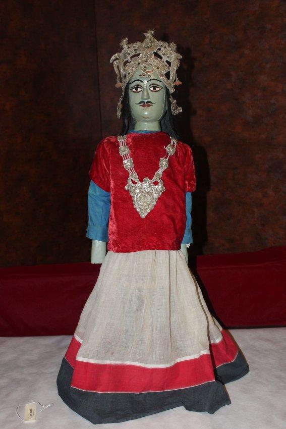 Krishna, du Mahâbhârata, une marionnette à tiges, danger putul nach, du Bengale occidental, en Inde, hauteur : 93 cm. Collection : Center for Puppetry Arts (Georgia, Atlanta, États-Unis)