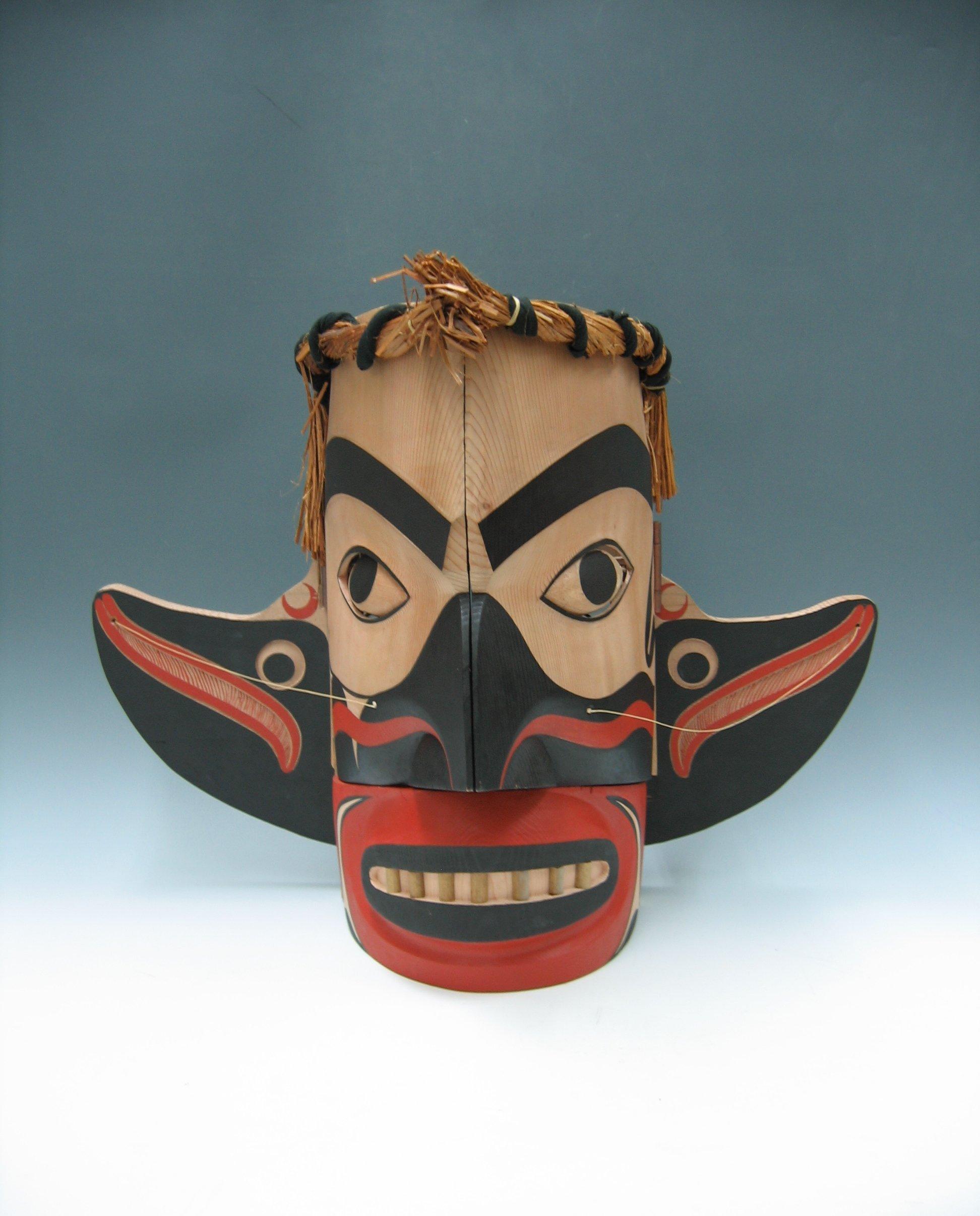 Marionnette de métamorphose par George David, un membre des Nuu-chah-nulth / Nuučaan̓uł (Côte Nord-Ouest du Pacifique au Canada)