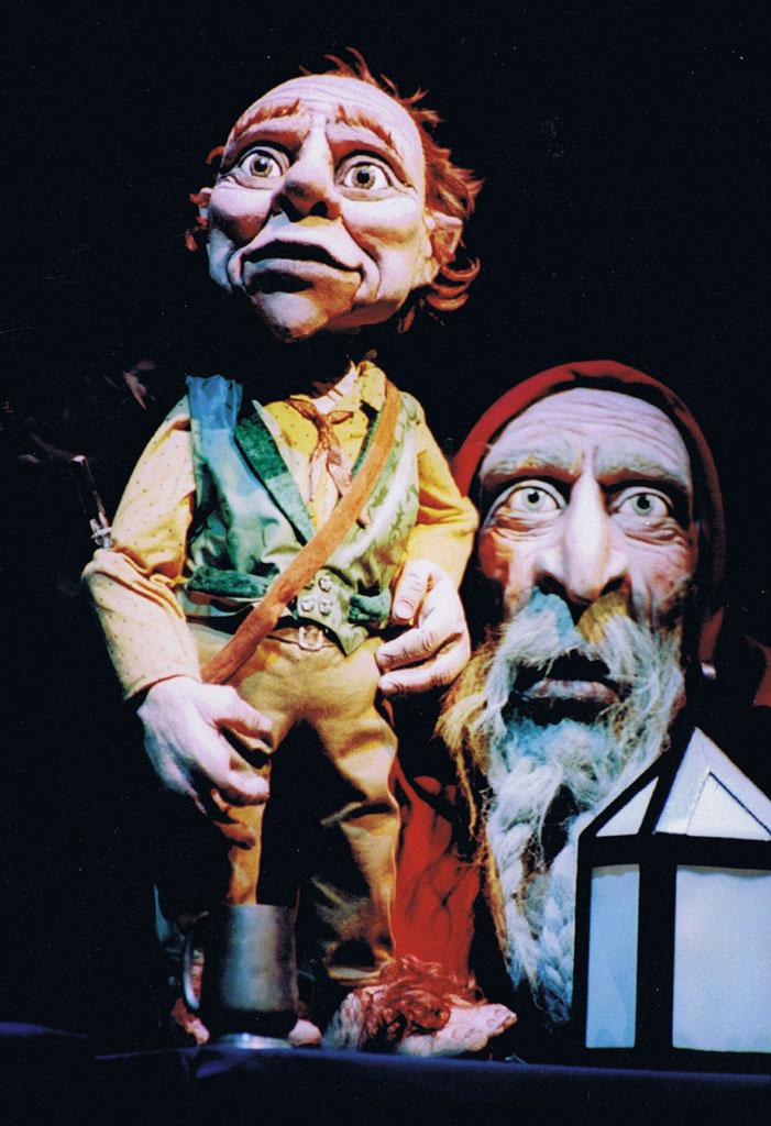 The Hobbit (1997), basé sur le livre de J. R. R. Tolkien, une collaboration de Skylark Puppet Theatre (Canberra, ACT, Australie) et Christine Anketell, directeur des marionnettes : Peter J. Wilson