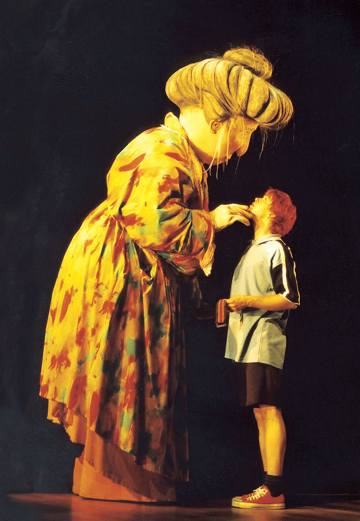 Wilfrid, Gordon, McDonald, Partridge (2002), basé sur le livre de Mem Fox, par Windmill Theatre Company (Adélaïde, Australie du Sud), mise en scène : Neill Gladwin, conception : Eamon D'Arcy, directeur des marionnettes : Peter J. Wilson