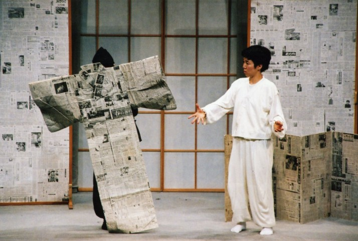 <em>A World of Paper</em> (2002) par le Théâtre Kazenoko (Kyoto, Japon), metteur en scène et co-scénariste : Peter J. Wilson