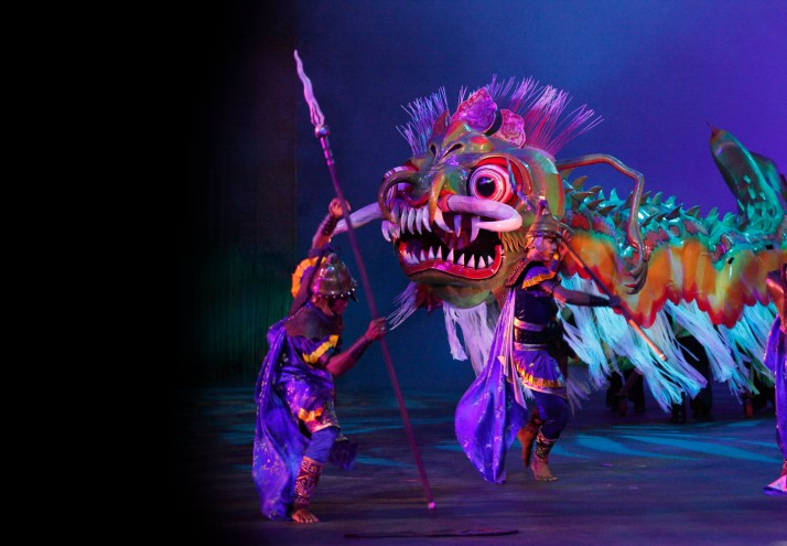 <em>Bali Agung</em> (2010, Bali Safari and Marine Park), basé sur l'histoire balinaise du XIIe siècle sur le roi Jaya Pangus et la princesse chinoise Kang Ching Wei, scénario et mise en scène : Peter J. Wilson. Un casting de plus de 150 personnes, une marionnette à grande échelle, une danse, un orchestre de gamelan et des animaux vivants sur scène