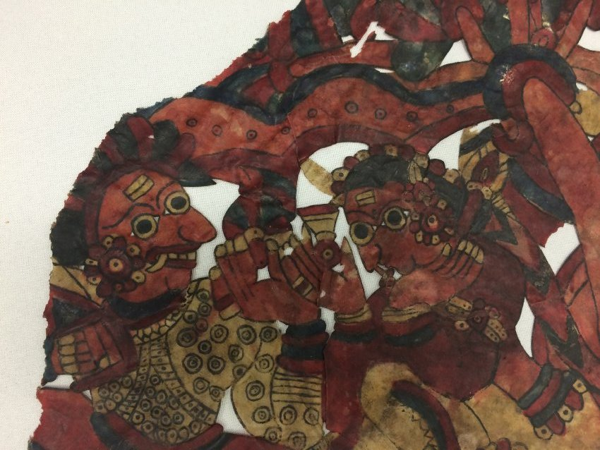 Râvana et Sîtâ, un détail d'une figure d'ombre composite, togalu gombeya</em>ta</em>, de Karnataka, en Inde, hauteur : 52 cm. Collection : Center for Puppetry Arts (Atlanta, Géorgie, États-Unis)