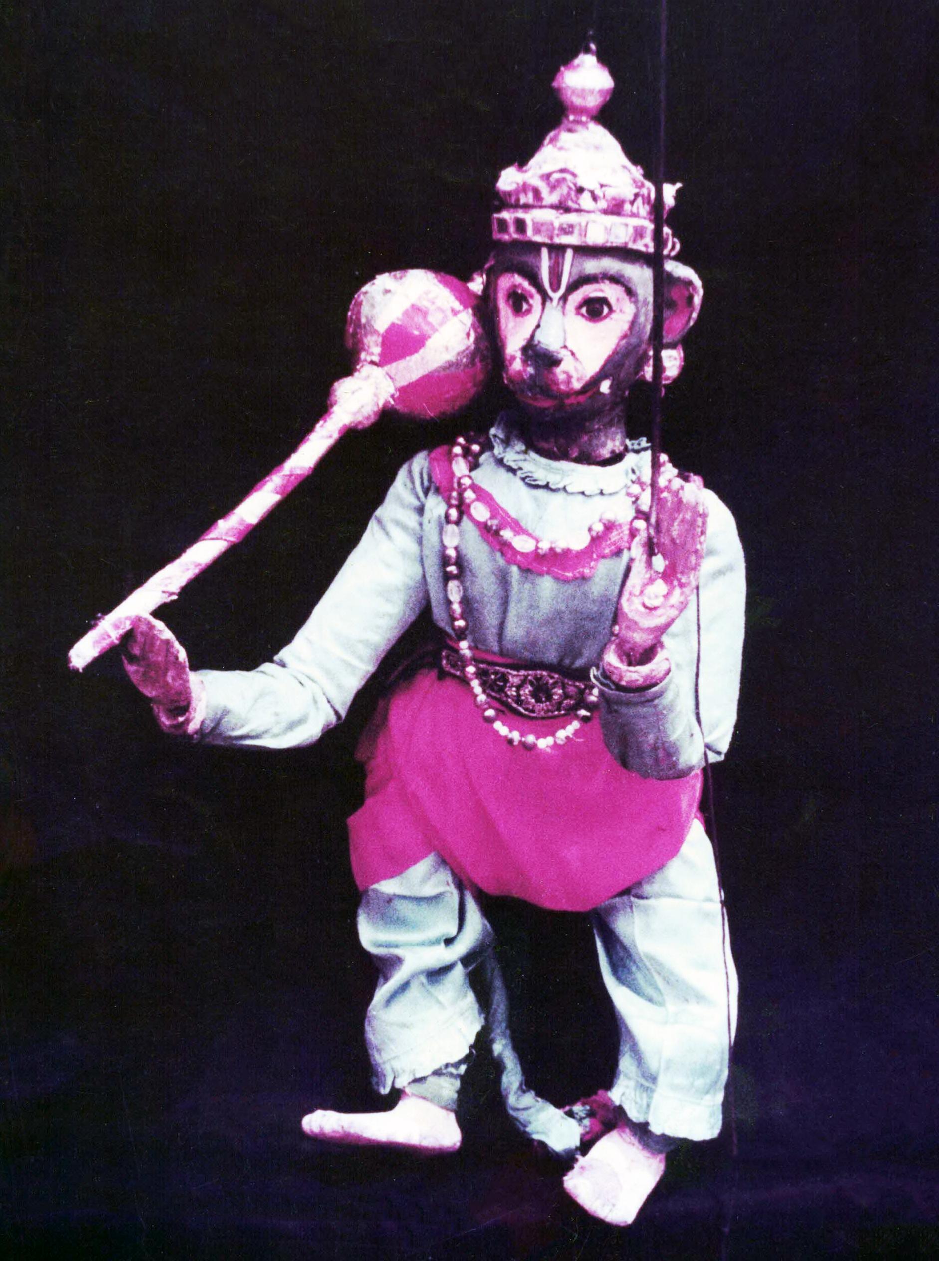 <em>Hanuman</em>, un personnage important du Râmâyana, réalisé dans le style du <em>bommalatam</em>, marionnette à fils et à tiges traditionnelle du Tamil Nadu, en Inde.