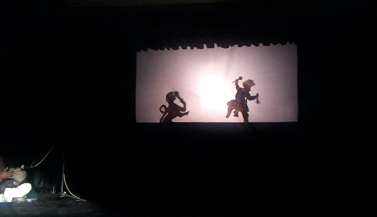 Une scène du Râmâyana réalisée dans le style du théâtre d'ombres, ravanachhaya, d'<em>Or</em>issa (Odisha) en Inde