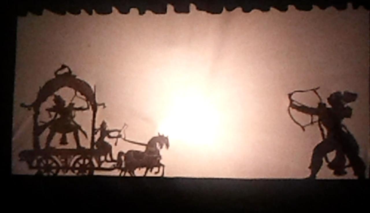 Une scène de bataille, dans le théâtre d'ombres, ravanachhaya, d'<em>Or</em>issa (Odisha) en Inde