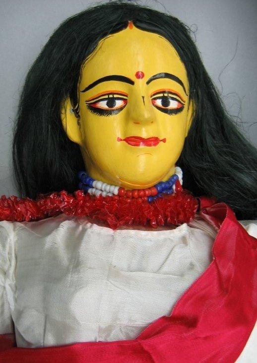 Sîtâ, du Râmâyana, une marionnette à tiges, danger putul nach, du Bengale occidental, en Inde, hauteur : 1,3 m. Collection : Center for Puppetry Arts (Georgia, Atlanta, États-Unis)