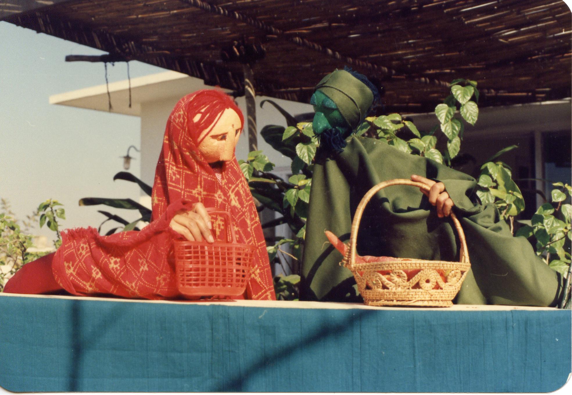 Lali Mummy et Haria Ram, deux marionnettes à tiges dans la série de spectacles, « Chowkoo-Pili », pour des enfants handicapés (New Delhi, Inde)