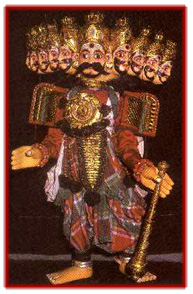 Râvana, le roi démon de Lanka dans le <em>Râmâyana. Yakshagana gombeyata,</em> marionnettes à fils de Karnataka, en Inde