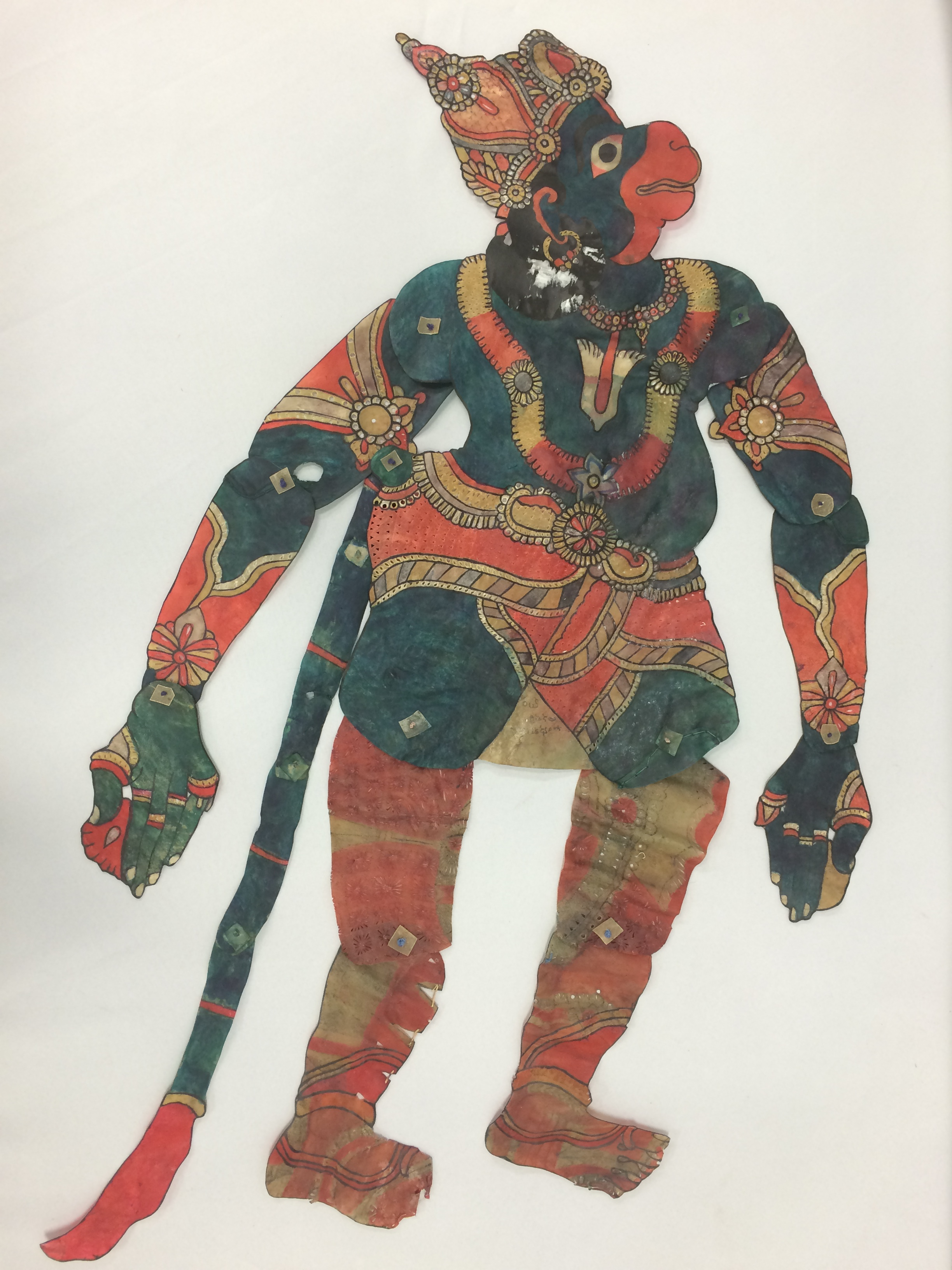 <em>Hanuman</em>, un personnage central du Râmâyana, une figure d'ombre d'Andhra Pradesh, en Inde, tolu bommalata, hauteur : 1,10 m. Collection : Center for Puppetry Arts (Atlanta, Géorgie, États-Unis).