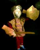 Le roi, dans <em>Le balai fantastique</em> par Domia Production (Tunis, Tunisie), mise en scène, conception, scénographie et fabrication de marionnettes : Habiba Jendoubi. Marionnette à tringle, hauteur : 70 cm