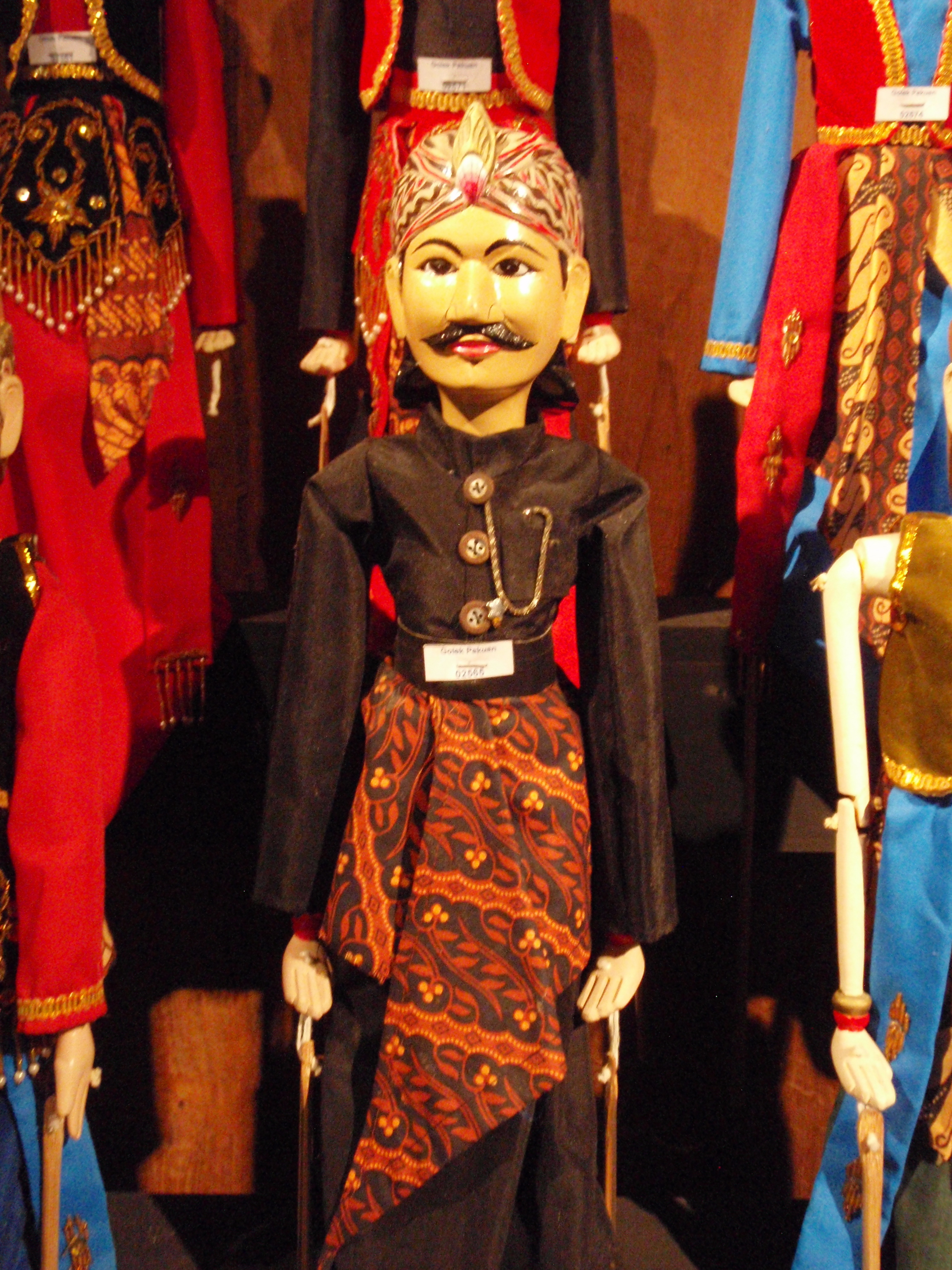 Un homme noble, wayang golek pakuan (Java occidental). Marionnette à tiges. Collection : Setia Darma House of Masks and Puppets, Gianyar, Bali, Indonésie.